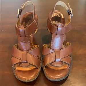 Born leather heeled sandals size 8